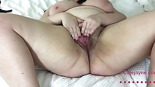 Sexy Amateur BBW Plays with her Pretty Hairy Pussy for You