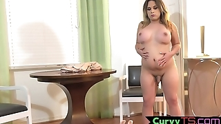 Curvy bigtits tranny shakes her booty