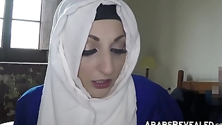 Hot arabic amateur gives pussy for place to crash