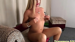 Bigbooty shemale jerking after teasing solo